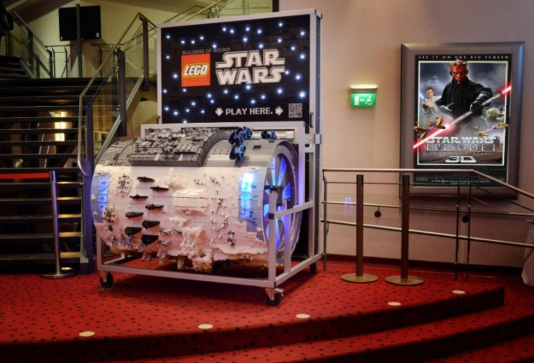 Star wars - Lego collaboration: a barrel organ, using figurines to indicate the pitches.