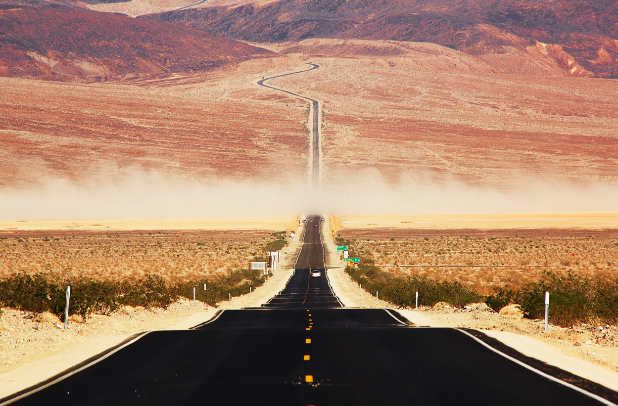 Guy plays piano and talks about music on this podcast - theme is desert highways